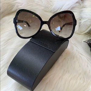 😎Authentic Prada Oversized Sunglasses 😎